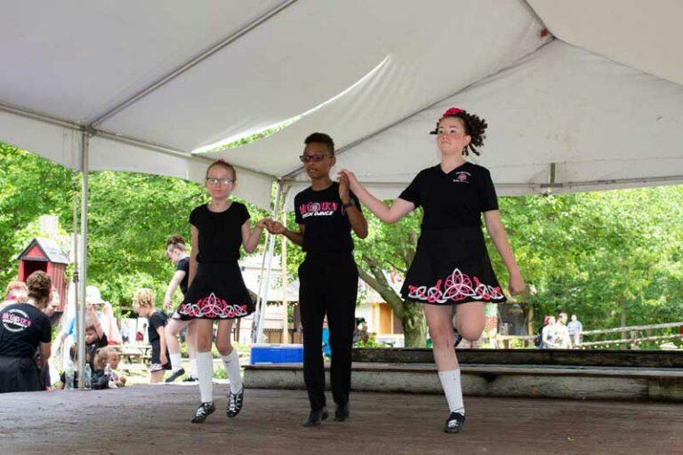 Soft-shoe step dancers